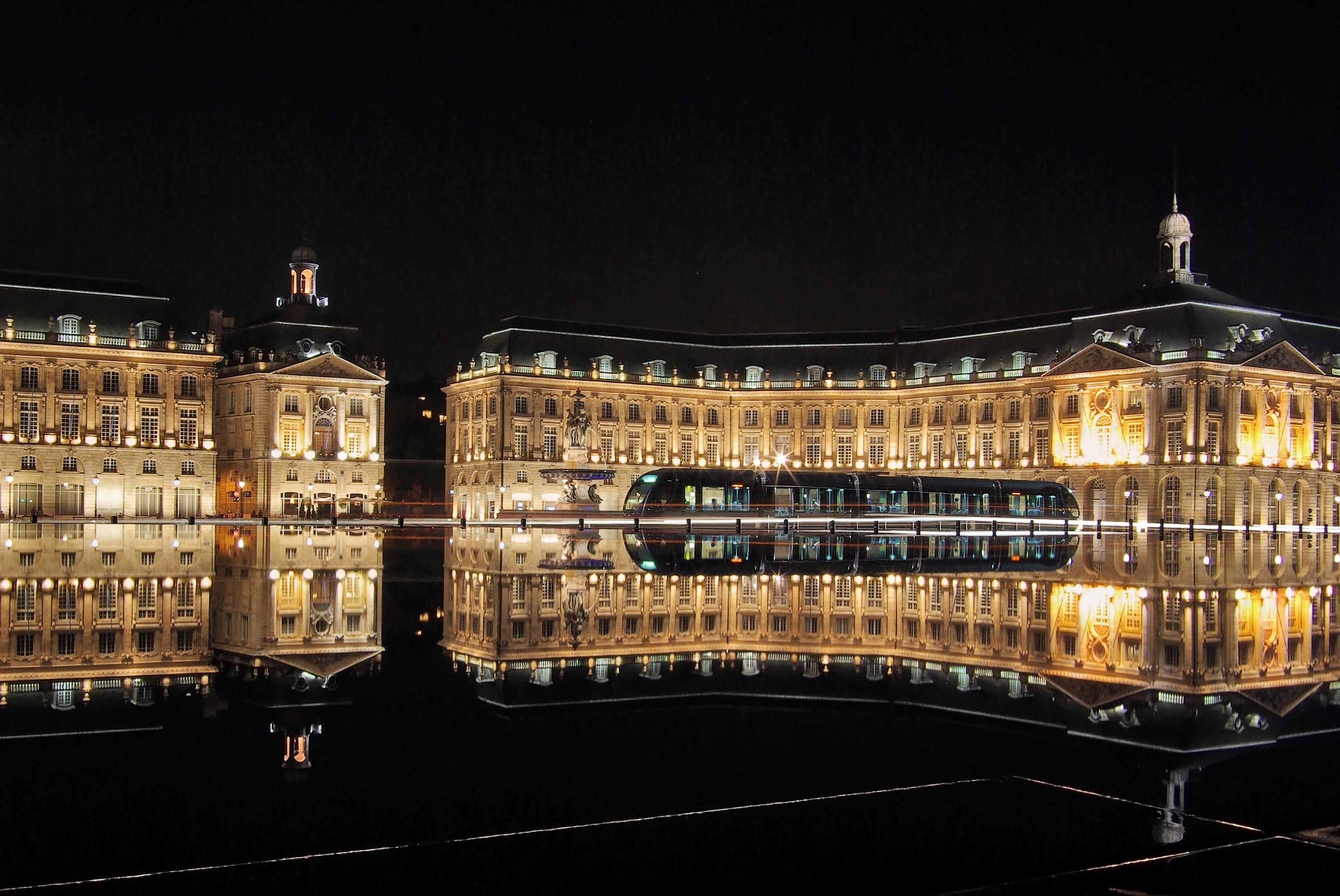 Bordeaux place de la bourse with tram - Destinos Baratos Nochevieja 2018 Parte 1
