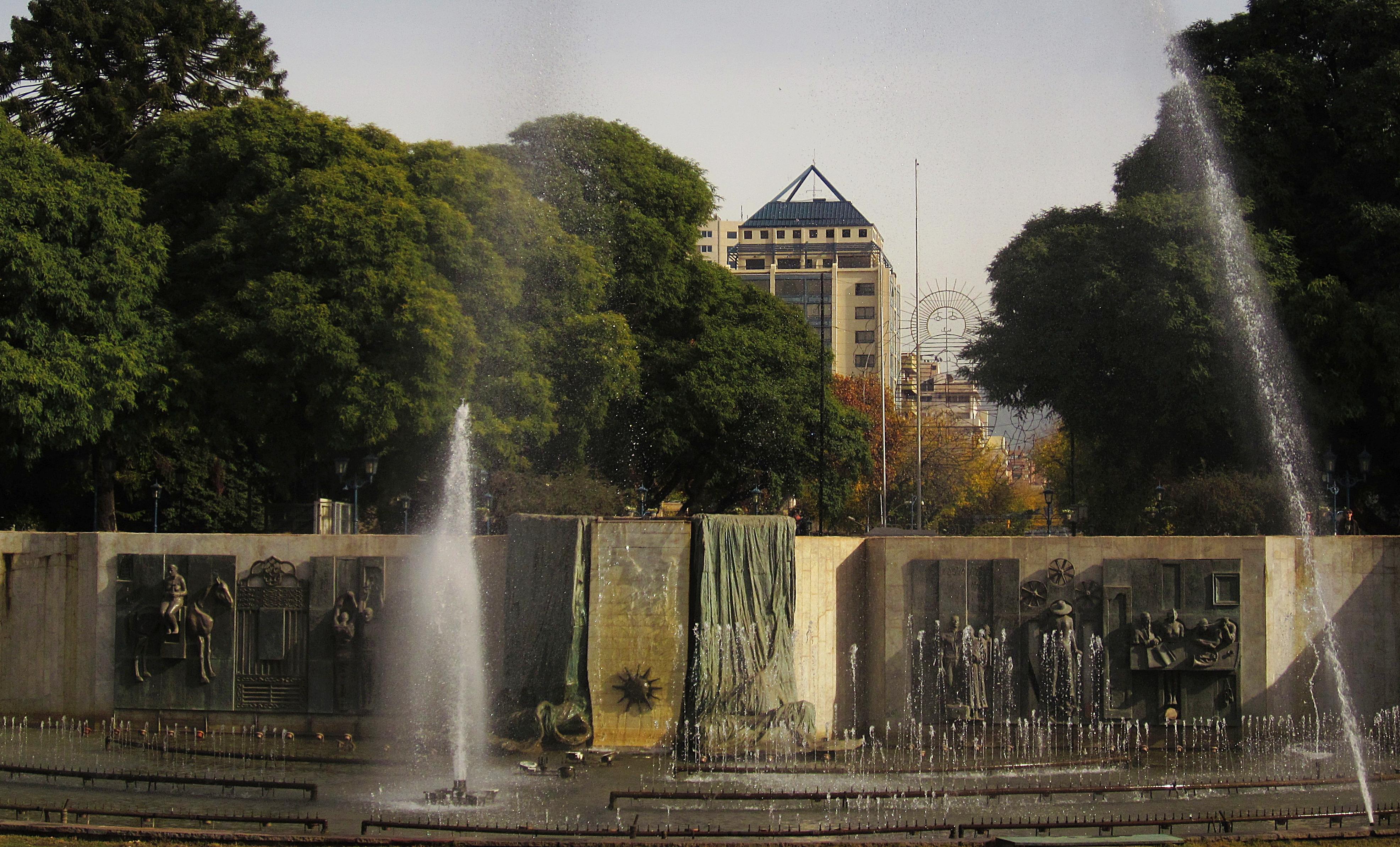 Plaza Independencia la más grande e importante de la Provincia de Mendoza. - Destinos Baratos Nochevieja Parte 2
