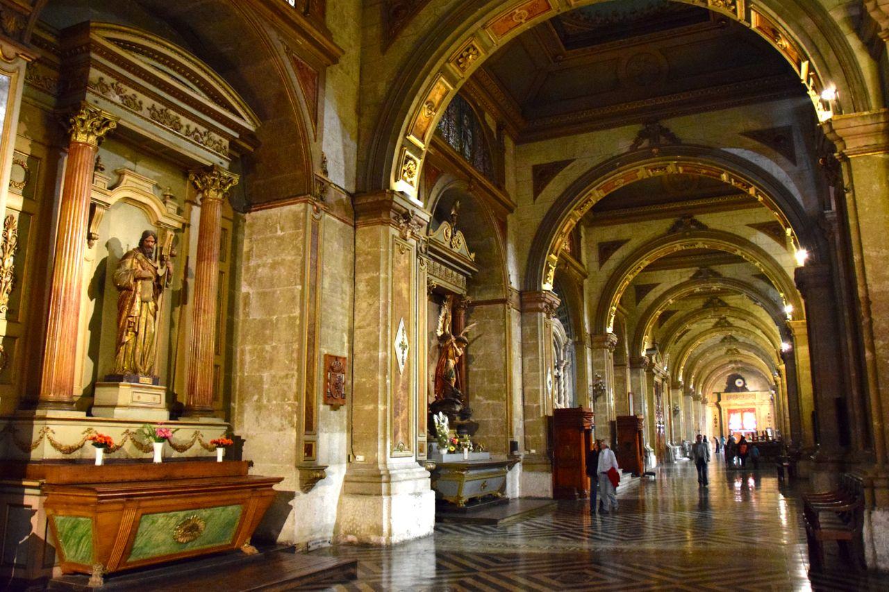 Santiago Plaza de Armas Catedral Metropolitana de Santiago Interior statues - Destinos Baratos Nochevieja Parte 2