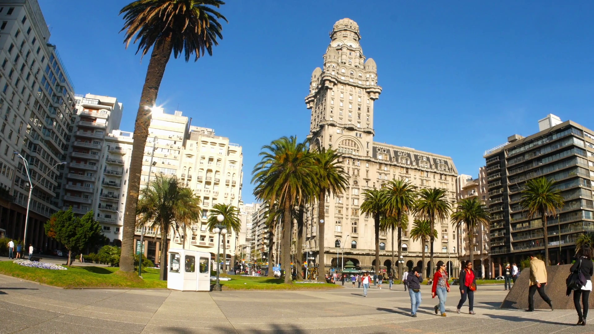 plaza independencia in montevideo sg5wnej9l thumbnail full01 - Destinos Baratos Nochevieja Parte 2